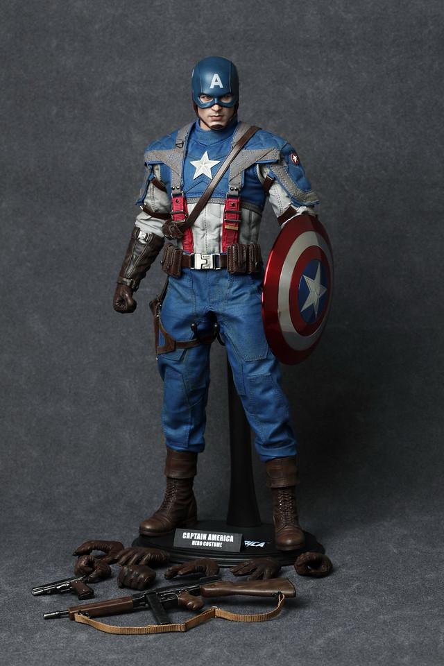 Hot-Toys-Captain-America-30-X2.jpg
